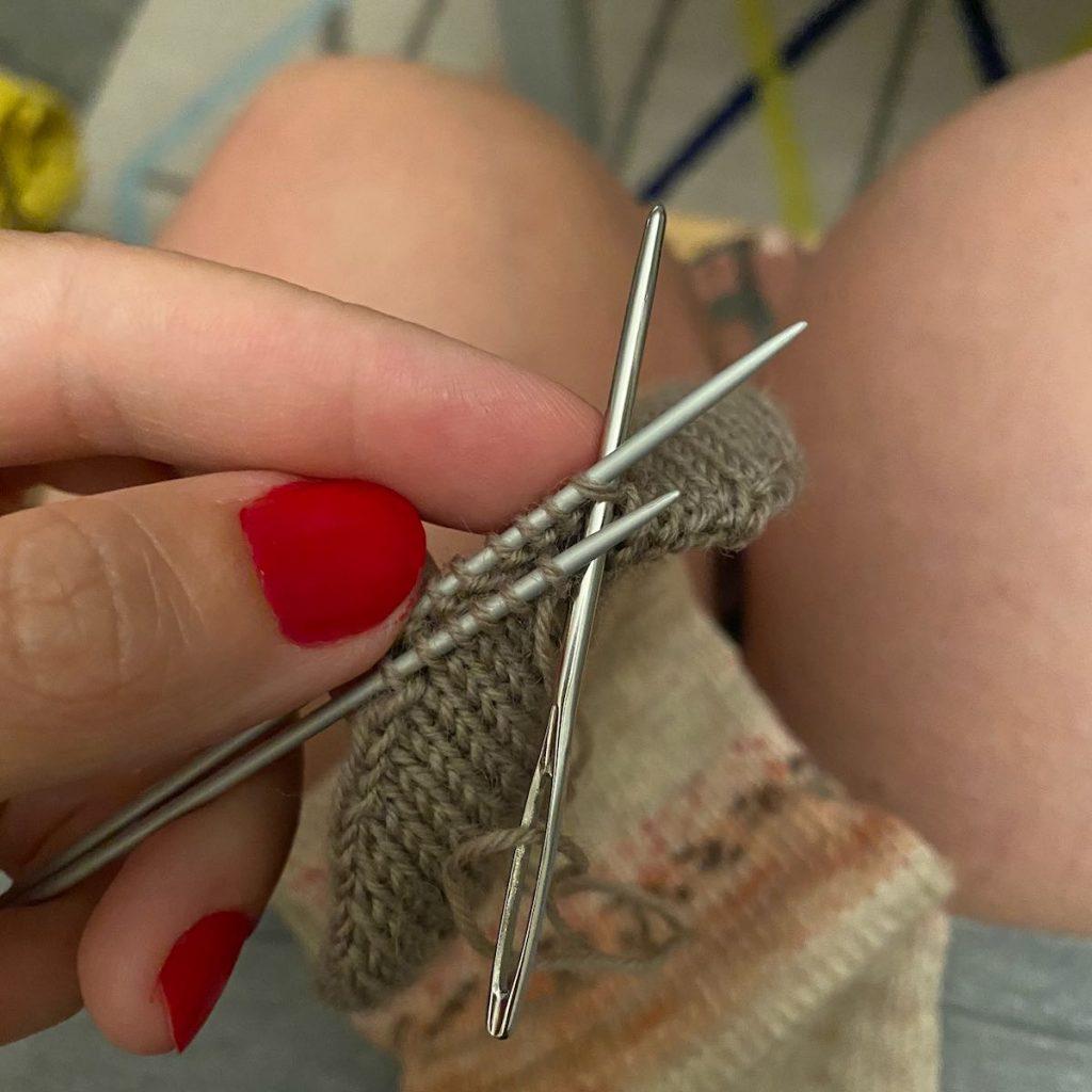 Grafting chaussette tricot par Accrochez vos Aiguilles